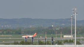 EasyJet Airbus A320-200 G-EZWC que hace el taxi