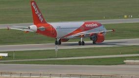 EasyJet Airbus A320-200 G-EZWC que lleva en taxi en Munich