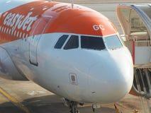 Easyjet Airbus A319 an internationalem Flughafen Malpensa Stockbilder