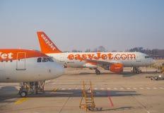 Easyjet Airbus A319 an internationalem Flughafen Malpensa Stockfotografie