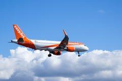 Easyjet, Airbus A320 - 214 no ar Imagem de Stock Royalty Free