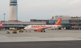 EasyJet Airbus A319 taxiing in Vienna Schwechat Stock Photos