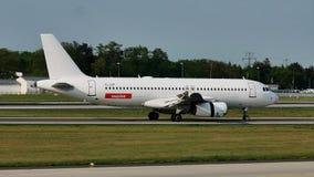 EasyJet aplana na pista de decolagem no aeroporto de Francoforte, FRA