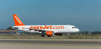 Easyjet A320 auf der Rollbahn Stockfotos