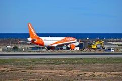 Easyjet con reparaciones de la pista en el aeropuerto de Alicante Imagen de archivo