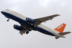 Easyjet A320 in den hybriden Farben Lizenzfreie Stockfotografie