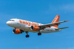 EasyJet G-EZFR Airbus A319-100 dell'aeroplano Immagini Stock
