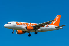 EasyJet G-EZIT Airbus A319-100 do avião Fotos de Stock Royalty Free