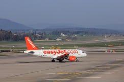 EasyJet-Luchtbus A319-111 in de luchthaven van Zürich Stock Fotografie