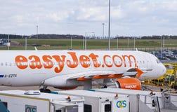 Easyjetvliegtuig bij de luchthaven Stock Afbeeldingen