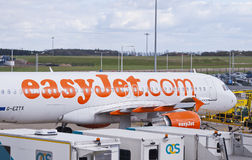 Easyjetvliegtuig bij de luchthaven Stock Fotografie