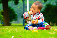 Eat fruit is conducive to the baby's growth Royalty Free Stock Images