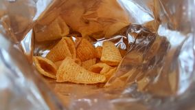 Eat a mis en sac des fritures - plan rapproché banque de vidéos
