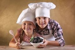 Eat right concept - kids with blackberries in a bowl Royalty Free Stock Photos