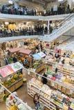 Eataly цепной супермаркет продавая все продукты связанные к итальянской гастрономии Этот супермаркет расположен в Porta Garibaldi Стоковое Изображение