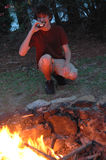 Eating campfire smores Royalty Free Stock Photography