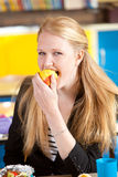 Eating a healthy apple Royalty Free Stock Photography