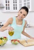 eating healthy salad woman Στοκ φωτογραφίες με δικαίωμα ελεύθερης χρήσης