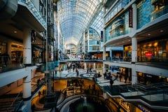 Eaton中心的内部,在街市多伦多,安大略 免版税库存照片