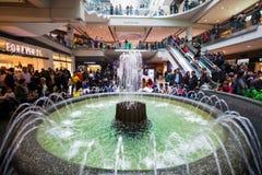 Eaton购物中心多伦多 中心内部购物中心购物 喷泉 免版税图库摄影