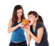 eatting τα παχιά κορίτσια λεπτά Στοκ εικόνες με δικαίωμα ελεύθερης χρήσης