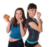 eatting τα παχιά κορίτσια λεπτά Στοκ Φωτογραφίες