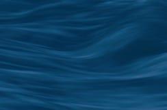 Eau courante, fond mou de vagues bleu-foncé Photo libre de droits