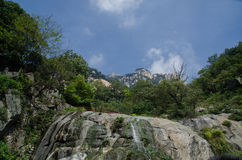 Eau courante sur la montagne Taishan Photo libre de droits