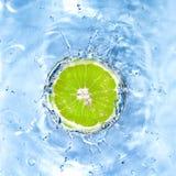 eau de chaux fraîche relâchée images stock