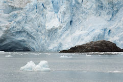 eau de marée de glacier de l'Alaska Images libres de droits