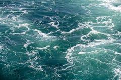 Eau de mer avec la mousse Photographie stock libre de droits