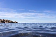 Eau de mer bleue Photographie stock libre de droits