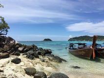Eau de mer dans le lipe du thailland Photo stock