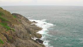Eau de mer de turquoise, île tropicale dans la nature sauvage L'écologie de l'océan banque de vidéos