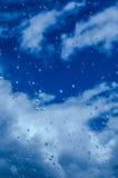 Eau de pluie sur une vitre Photo libre de droits