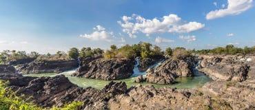 Eau de rivière turbulente Images libres de droits