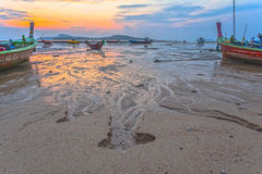 Eau douce découlant des montagnes dans la mer Image libre de droits