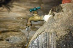Eau du robinet extérieure Photo libre de droits