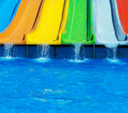 Eau-glissières en plastique colorées Photographie stock