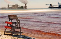 Eau polluée par Industry Photo libre de droits