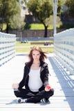 Eau potable saine de femme enceinte Photos libres de droits