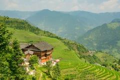 Eautiful widok domy wioska Dazhay, ryż tarasy i góry, fotografia stock