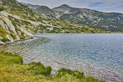 Eaux propres de lac Popovo, Pirin, Bulgarie Photos libres de droits