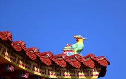 Eave chinês decorado do templo Fotos de Stock