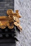 Eaves sull'alta parete. Fotografie Stock Libere da Diritti