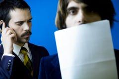 Eavesdropping no atendimento de telefone Imagens de Stock Royalty Free