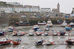 Eb bij Porthleven-haven het UK royalty-vrije stock afbeeldingen