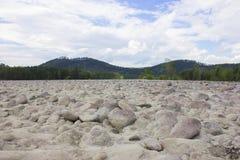 Ebbe auf dem Katun-Fluss Lizenzfreies Stockfoto