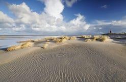 Ebbe auf Sandstrand durch Nordsee stockfoto