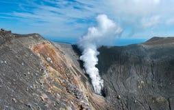 Ebeko火山,幌筵岛海岛,俄罗斯 免版税库存照片